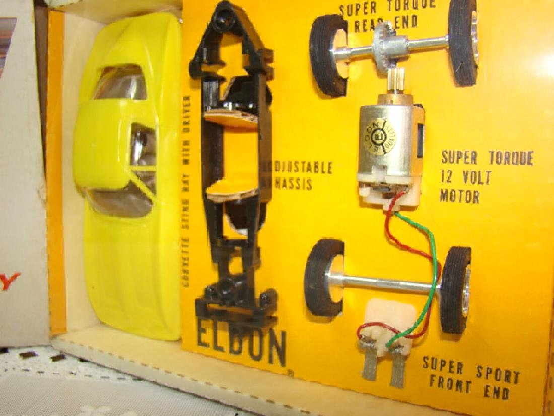 ELDON SLOT CAR - CORVETTE STING RAY - NIB - 4