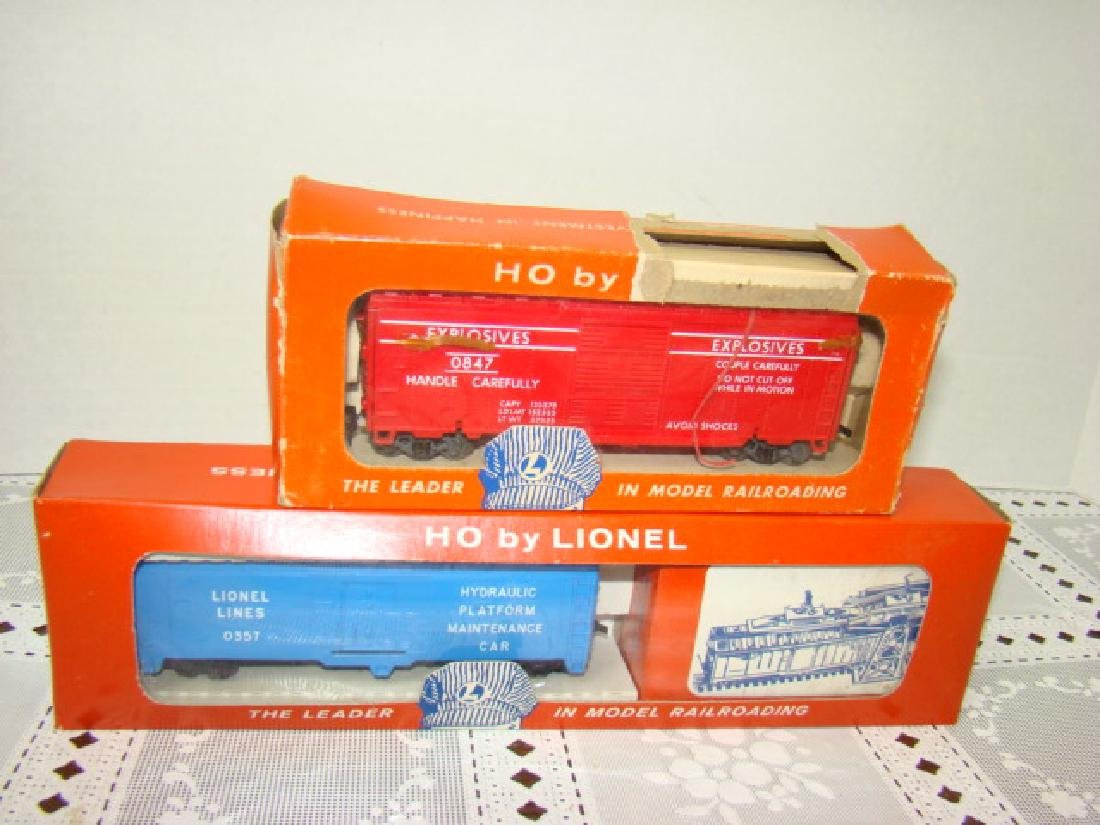 LIONEL TRAINS HO SCALE COP & HOBO CAR & EXPLODING