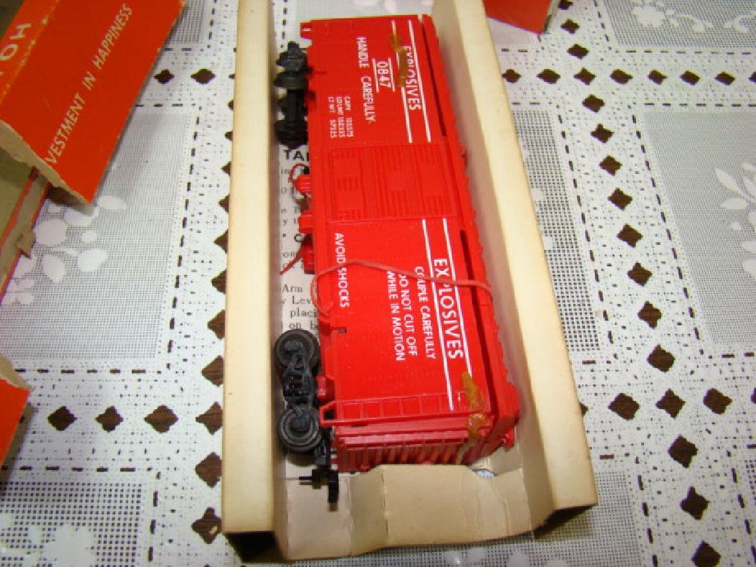 LIONEL TRAINS HO SCALE COP & HOBO CAR & EXPLODING - 6