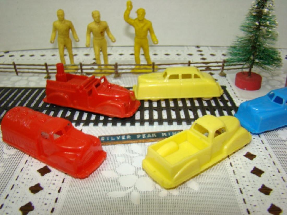 8 VINTAGE RENWAL TOY CARS & MORE - 5