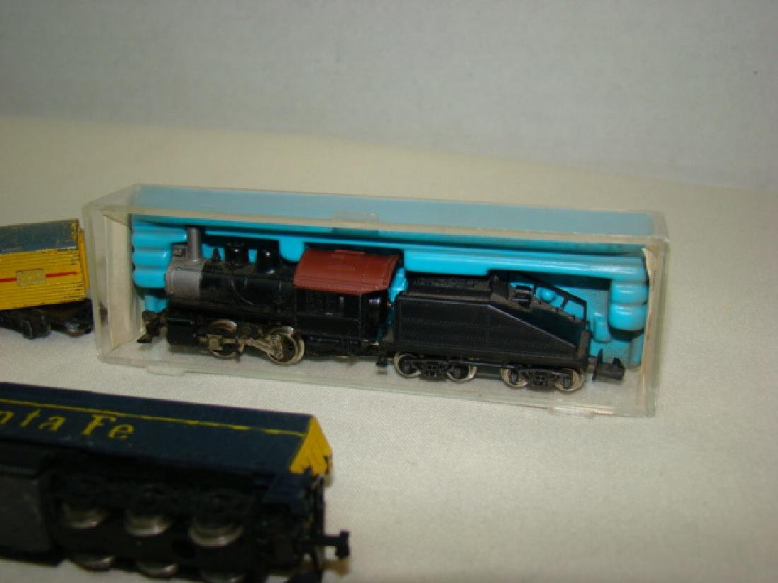 ATLAS N SCALE STEAM LOCO 2185-SANTA FE AND LONE ST - 2