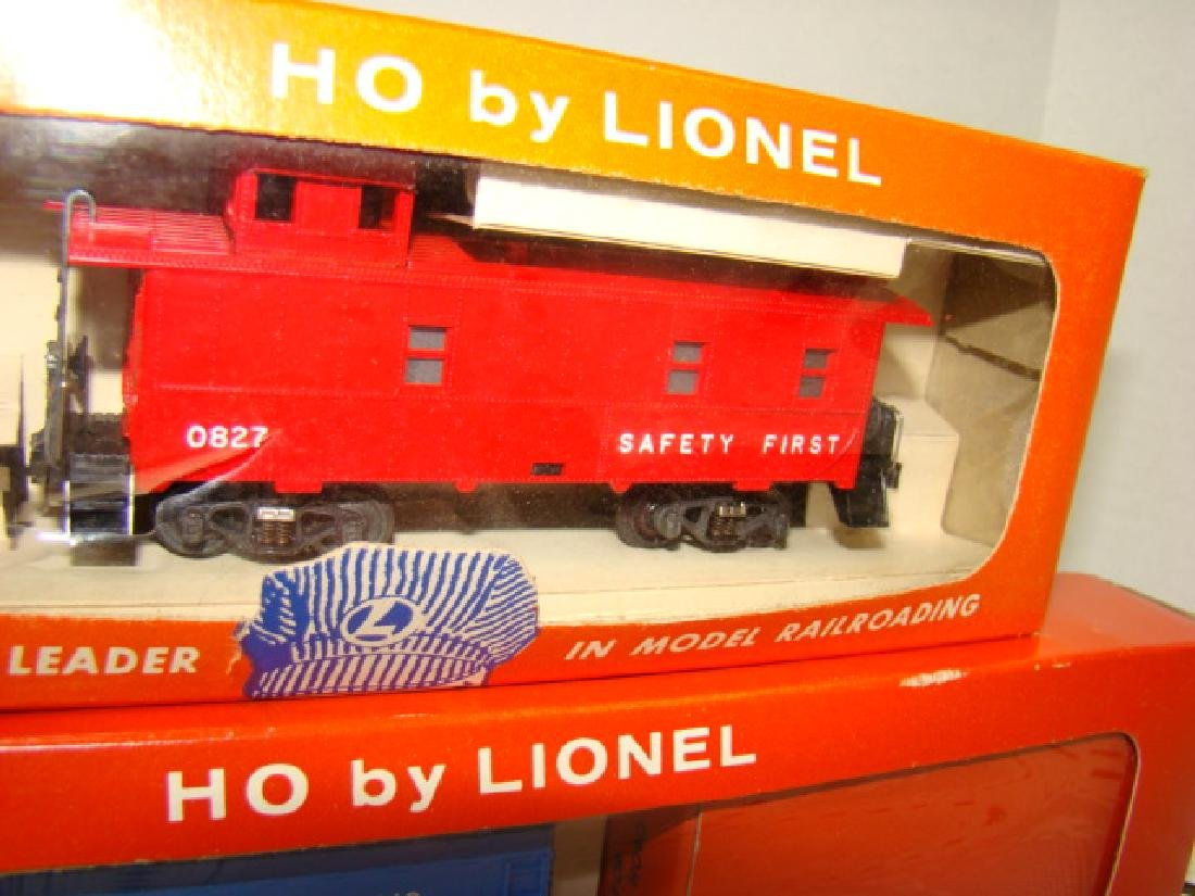 LIONEL HO SCALE COP & HOBO CAR & ILLUMINATED CABOO - 2
