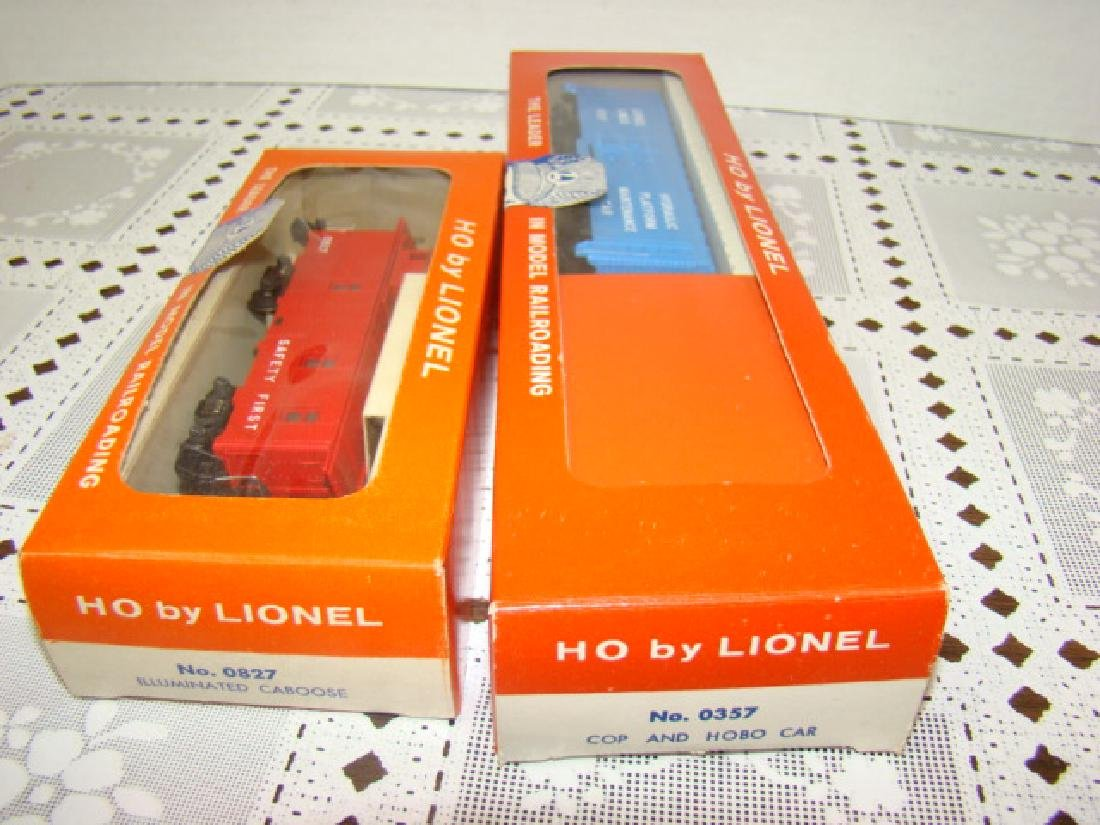 LIONEL HO SCALE COP & HOBO CAR & ILLUMINATED CABOO - 4