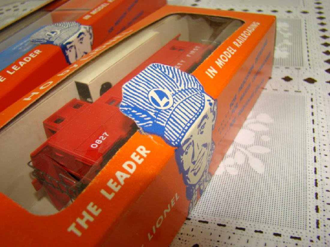 LIONEL HO SCALE COP & HOBO CAR & ILLUMINATED CABOO - 7