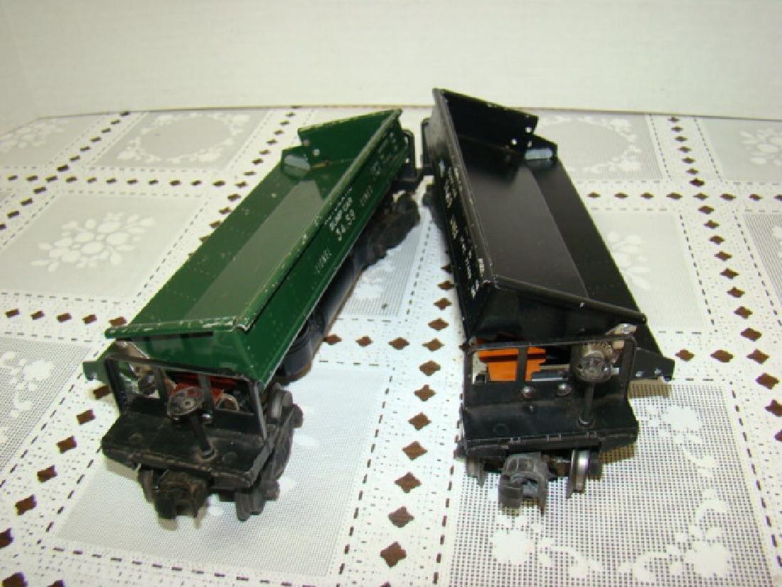 2 LIONEL LINES AUTOMATIC METAL DUMP CARS - 5