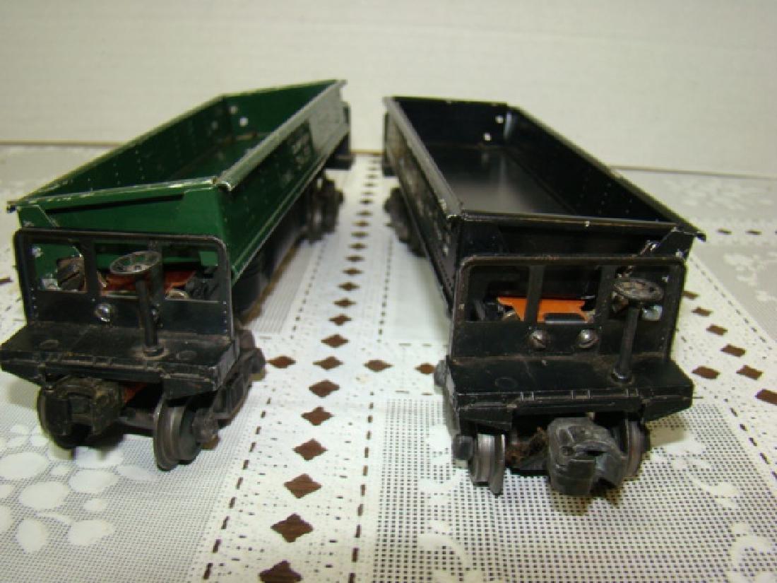 2 LIONEL LINES AUTOMATIC METAL DUMP CARS - 6