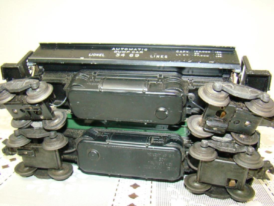 2 LIONEL LINES AUTOMATIC METAL DUMP CARS - 8