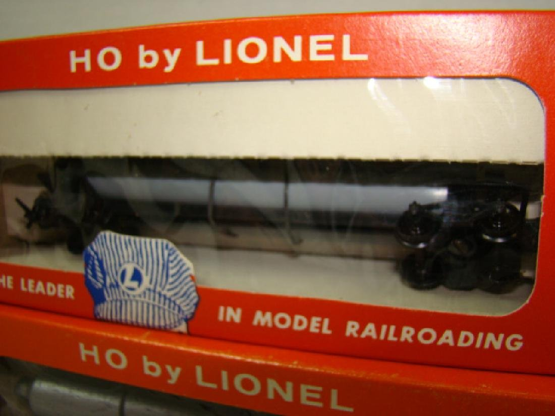 2 LIONEL HO TRANSPORT CARS-HELIUM TANK & PIPE CARS - 3