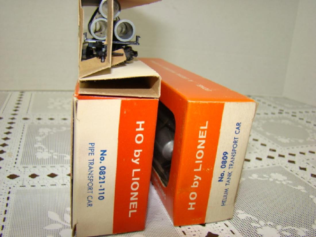 2 LIONEL HO TRANSPORT CARS-HELIUM TANK & PIPE CARS - 7