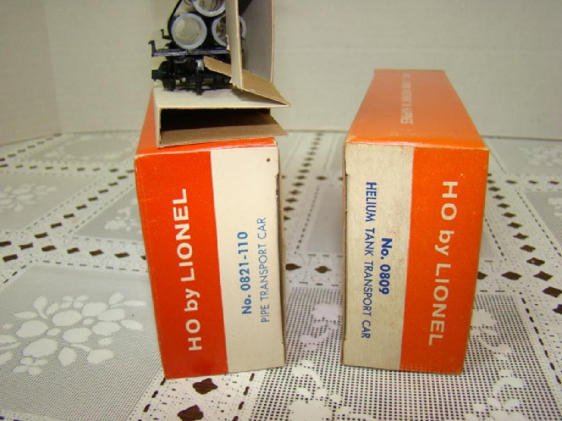 2 LIONEL HO TRANSPORT CARS-HELIUM TANK & PIPE CARS - 8