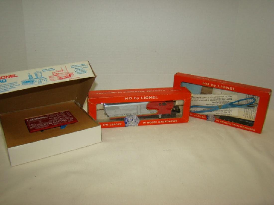 LIONEL HO TRAIN POWER PACK-SANTA FE DIESEL AND LEF