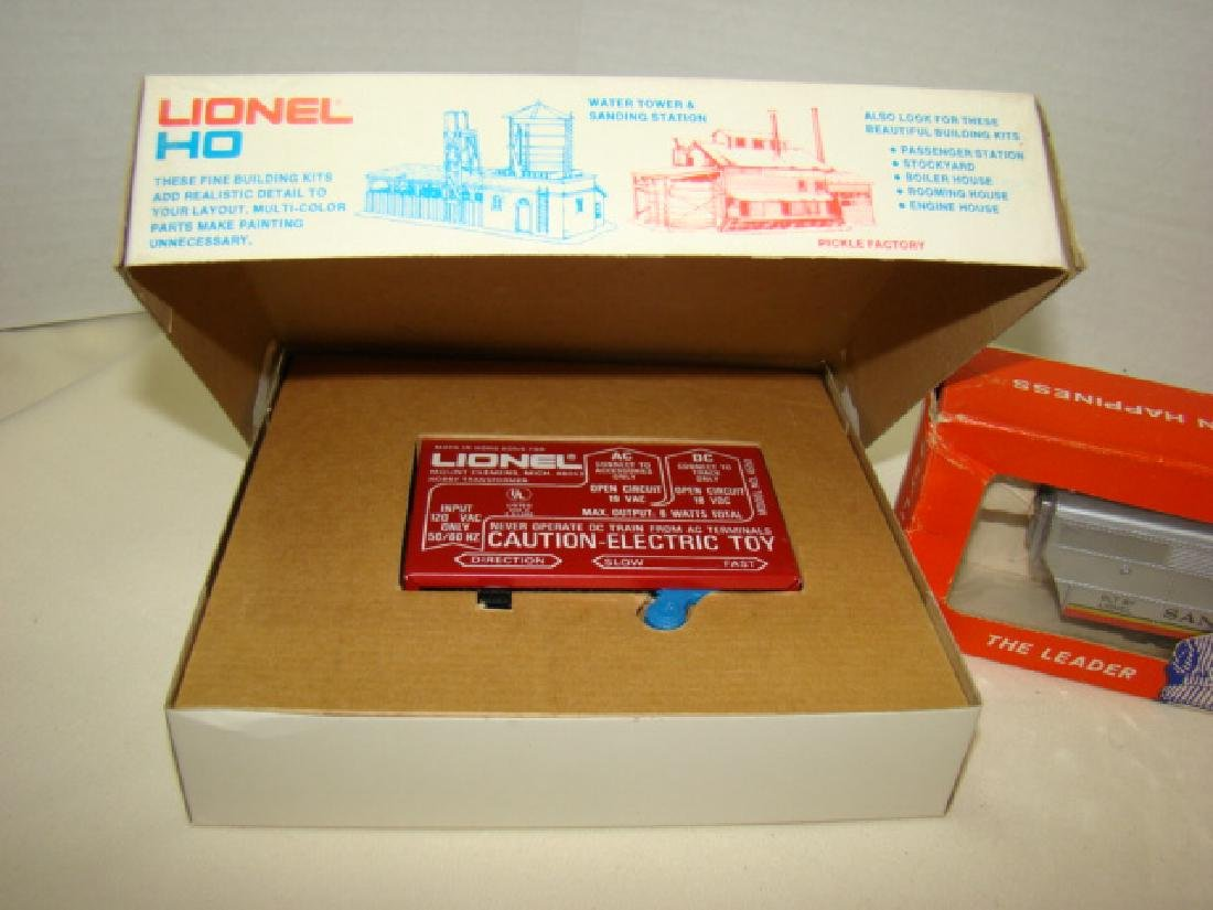 LIONEL HO TRAIN POWER PACK-SANTA FE DIESEL AND LEF - 2