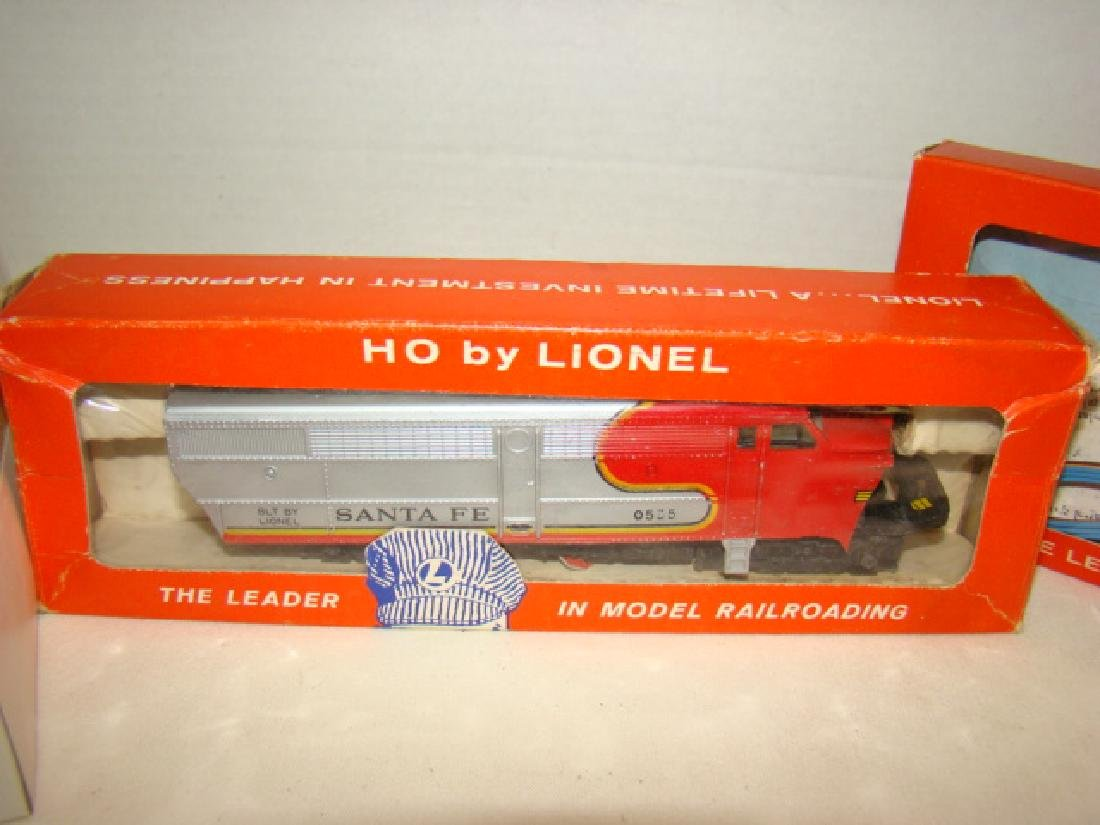 LIONEL HO TRAIN POWER PACK-SANTA FE DIESEL AND LEF - 3