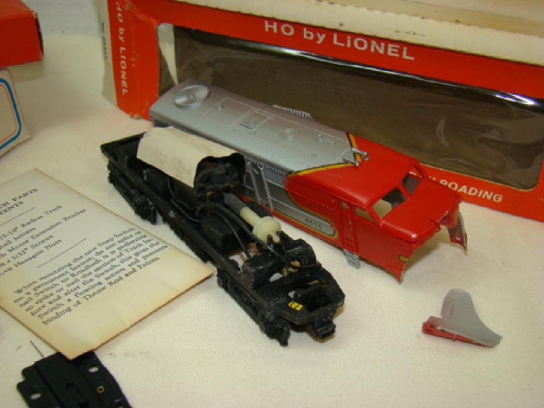 LIONEL HO TRAIN POWER PACK-SANTA FE DIESEL AND LEF - 6