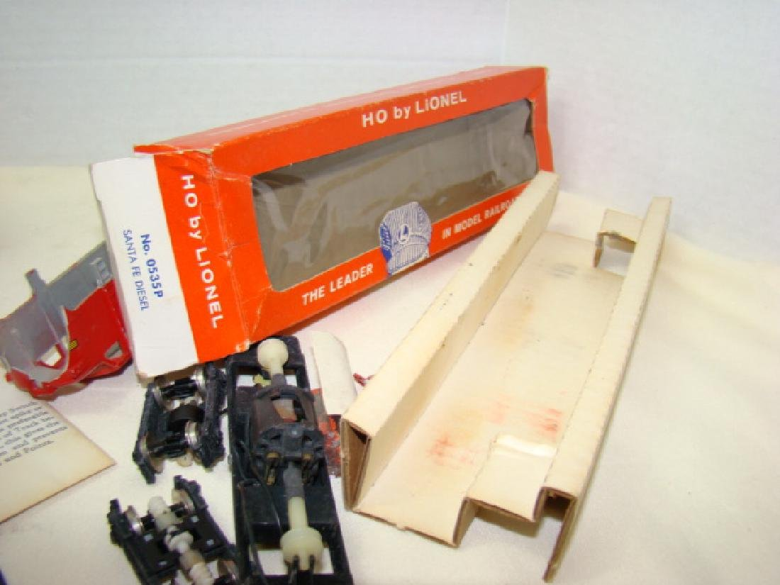 LIONEL HO TRAIN POWER PACK-SANTA FE DIESEL AND LEF - 9