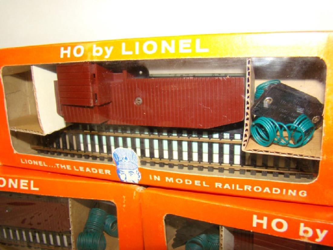 HO TRAIN SCALE - 2 TRESTLE SETS & 3 REMOTE CONTROL - 2
