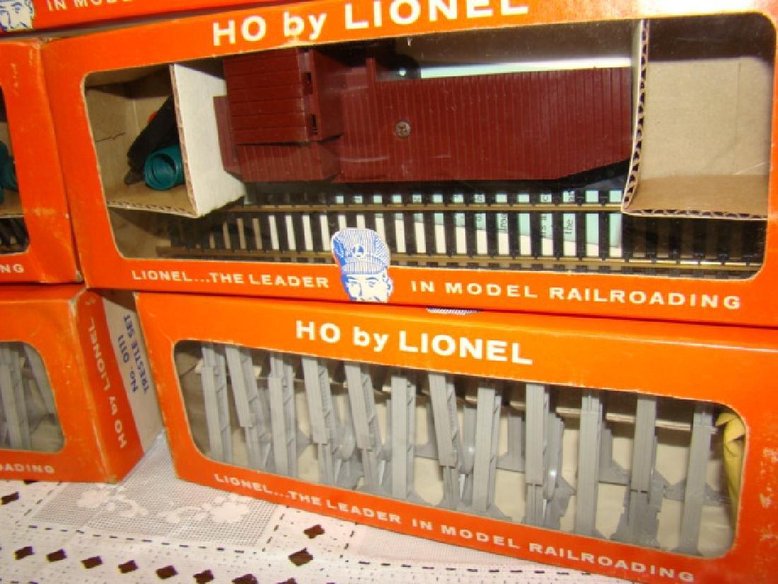 HO TRAIN SCALE - 2 TRESTLE SETS & 3 REMOTE CONTROL - 3