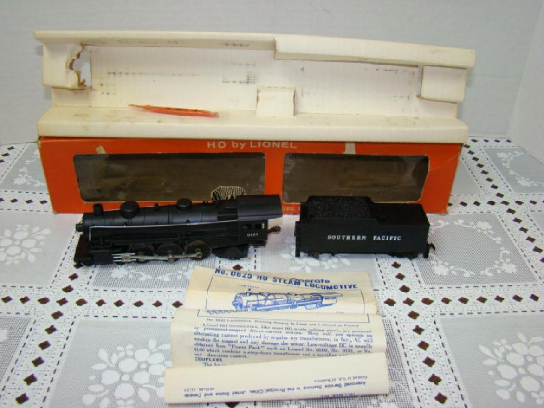 LIONEL HO SCALE LOCOMOTIVE & TENDER IN ORIGINAL BO