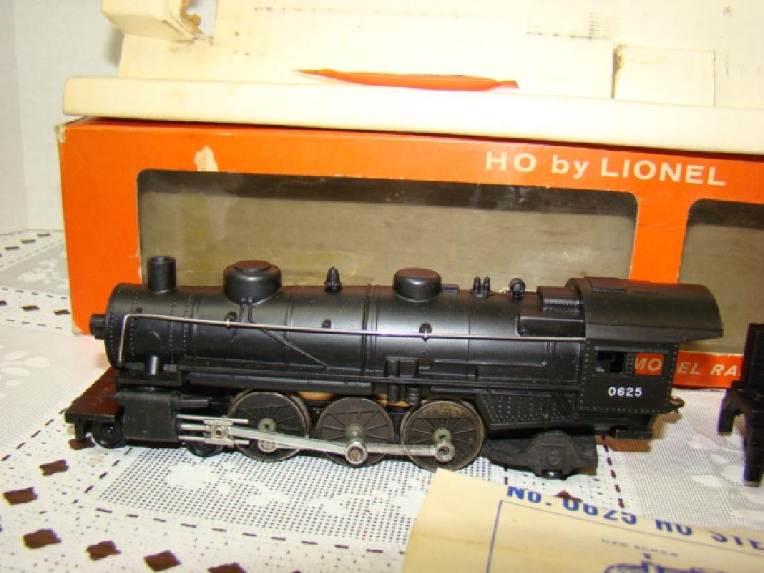 LIONEL HO SCALE LOCOMOTIVE & TENDER IN ORIGINAL BO - 3