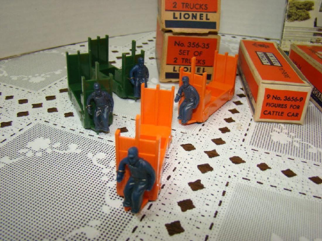 LIONEL ACCESSORIES-CATTLE- BARRELS-FORKLIFT LOADER - 2