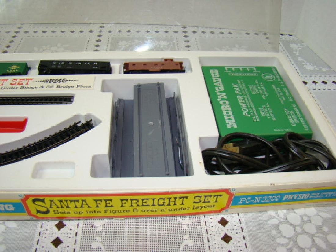 N-SCALE PHYSIO CHEM CORPORATION TRAIN SET - 5