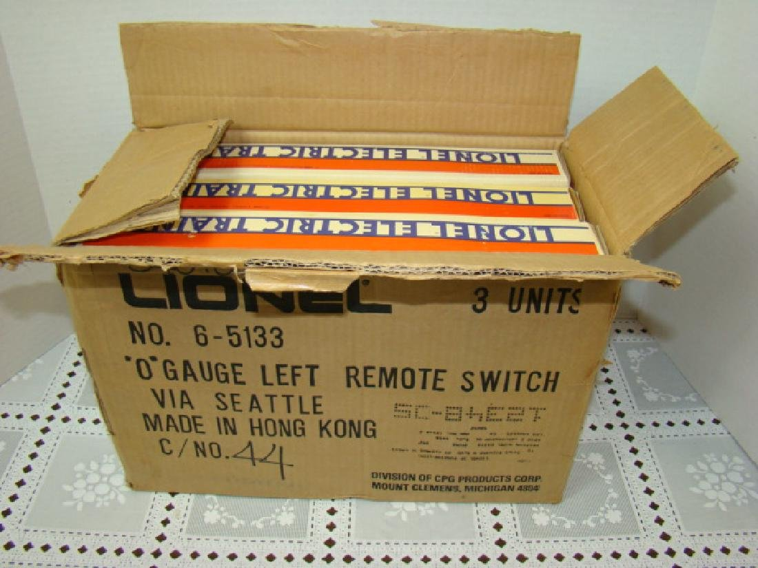 2 LIONEL 6-1532 RIGHT SWITCHES & ONE 6-1533 LEFT S