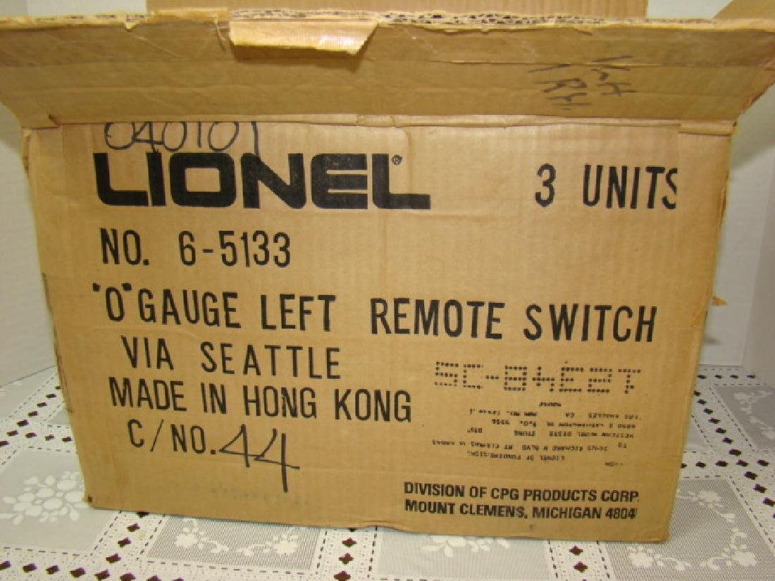 2 LIONEL 6-1532 RIGHT SWITCHES & ONE 6-1533 LEFT S - 2