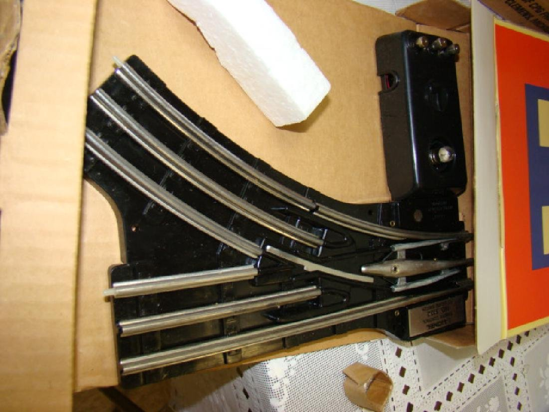 2 LIONEL 6-1532 RIGHT SWITCHES & ONE 6-1533 LEFT S - 5