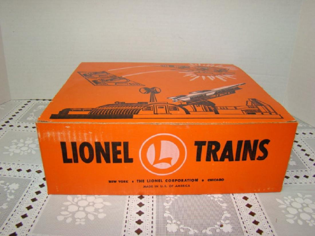NIB LIONEL MISSILE LAUNCHING PLATFORM WITH EXPLODI