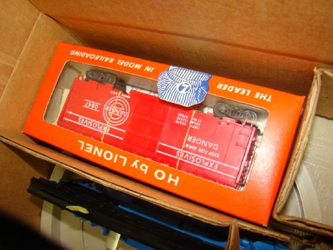 NIB LIONEL MISSILE LAUNCHING PLATFORM WITH EXPLODI - 4