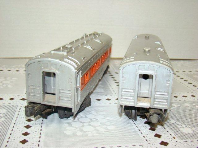 2 LIONEL LINES ILLUMINATING PASSENGER CARS - 4