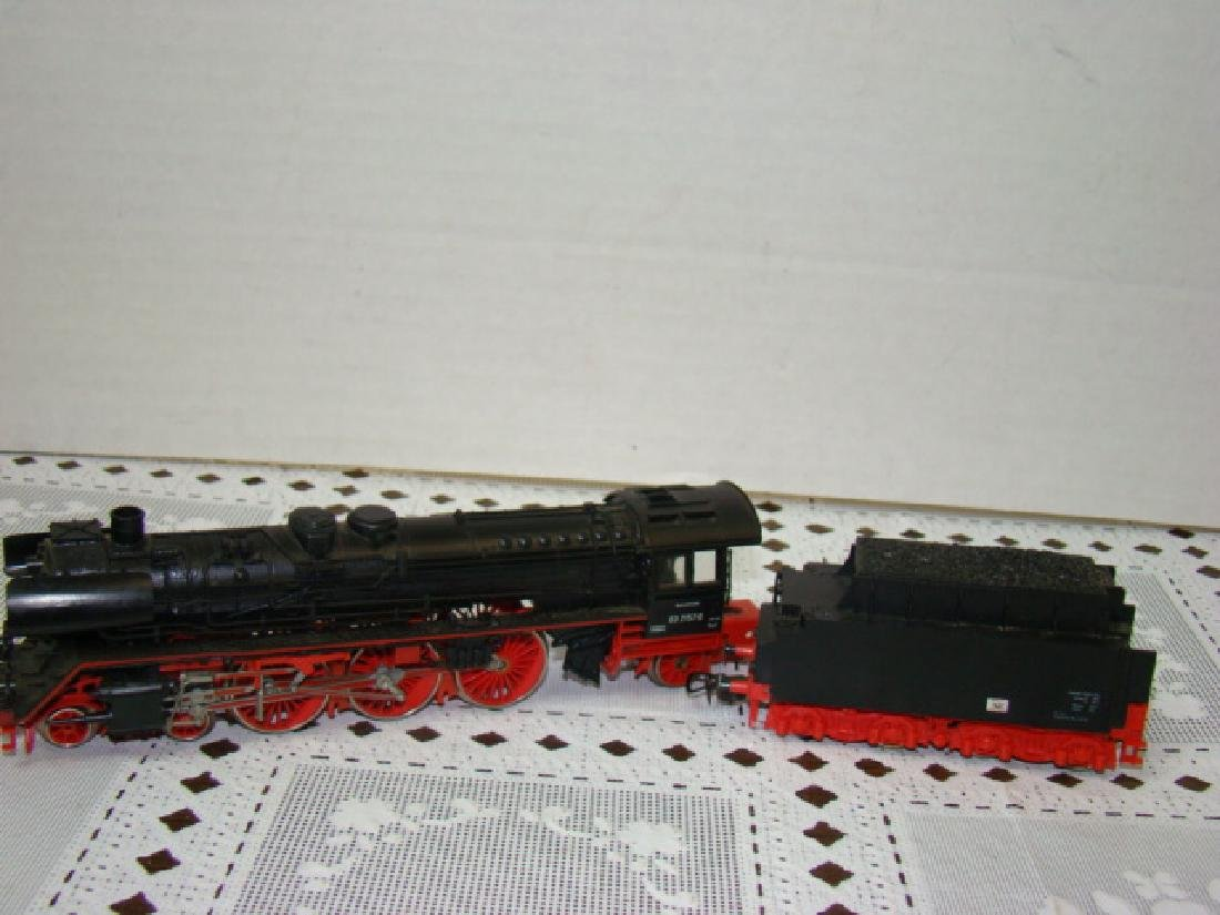 RED/PINK HO SCALE 03 2157-0U LOCOMOTIVE AND TENDER