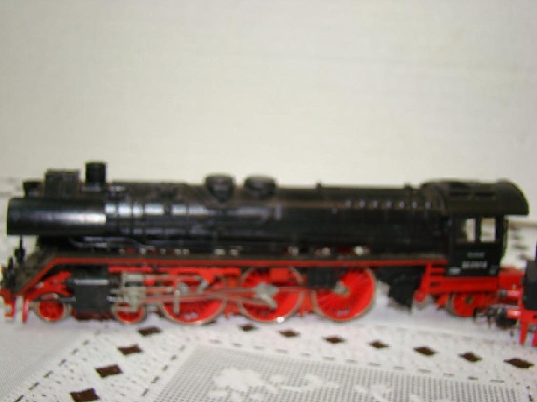 RED/PINK HO SCALE 03 2157-0U LOCOMOTIVE AND TENDER - 2
