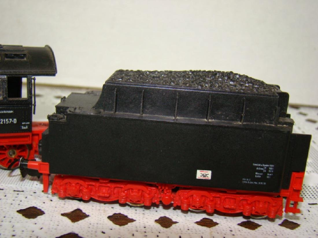 RED/PINK HO SCALE 03 2157-0U LOCOMOTIVE AND TENDER - 3