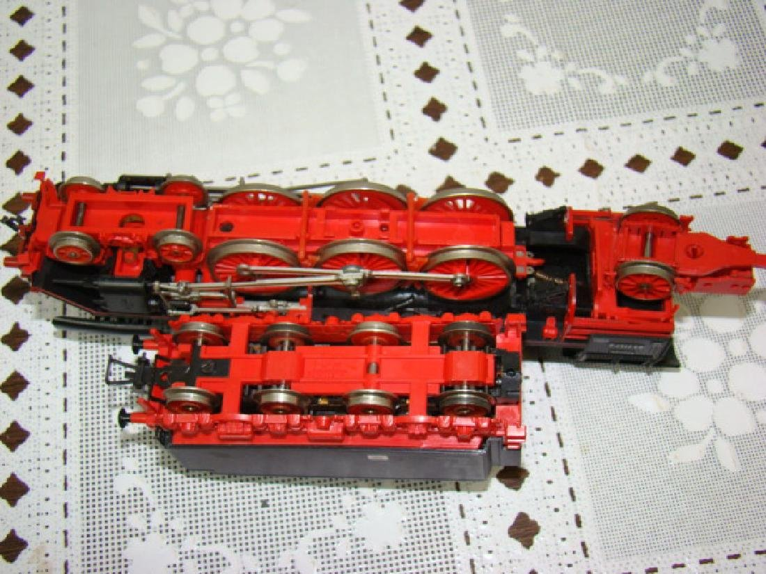 RED/PINK HO SCALE 03 2157-0U LOCOMOTIVE AND TENDER - 5