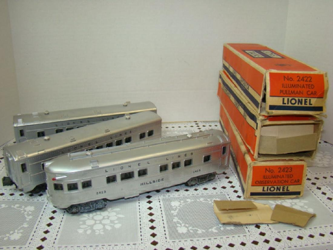 LIONEL  3 PIECE ILLUMINATED TRAIN CAR SET