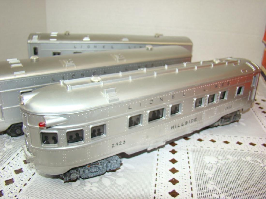 LIONEL  3 PIECE ILLUMINATED TRAIN CAR SET - 2