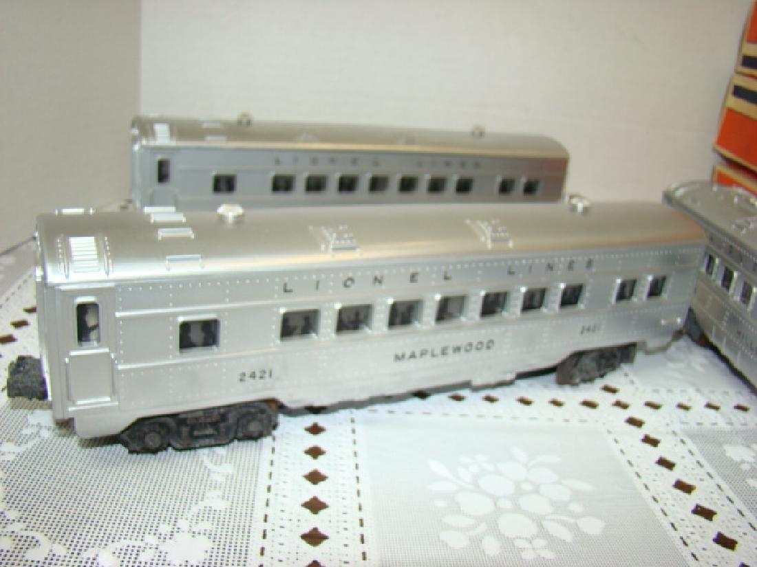 LIONEL  3 PIECE ILLUMINATED TRAIN CAR SET - 3