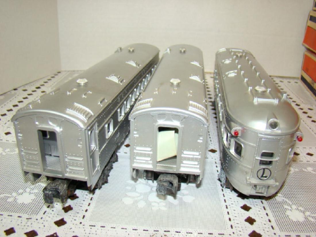LIONEL  3 PIECE ILLUMINATED TRAIN CAR SET - 5
