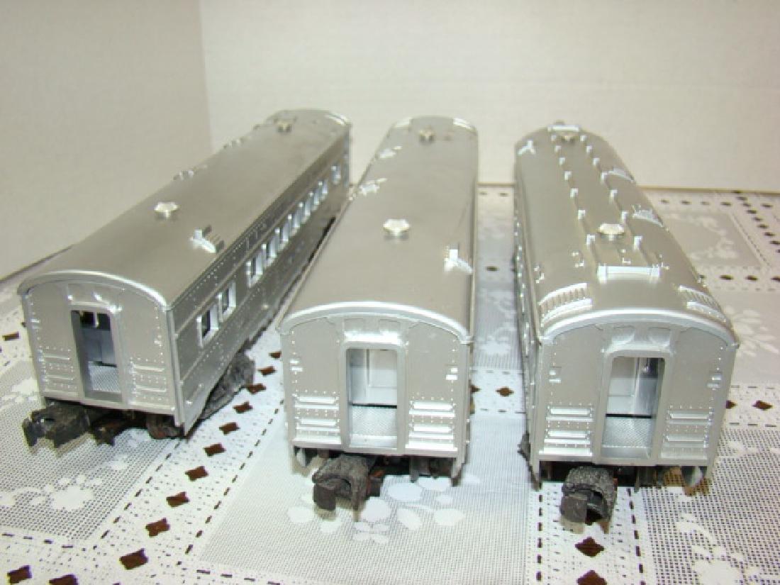 LIONEL  3 PIECE ILLUMINATED TRAIN CAR SET - 6