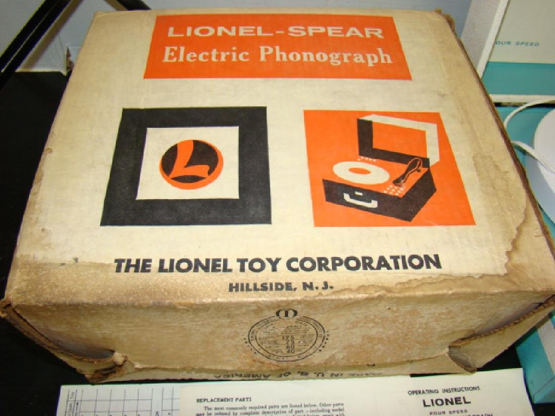 VINTAGE LIONEL ELECTRONIC PHONOGRAPH WITH BOX - 4