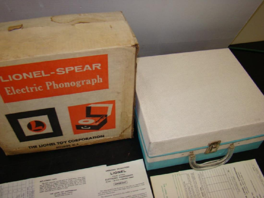 VINTAGE LIONEL ELECTRONIC PHONOGRAPH WITH BOX - 6