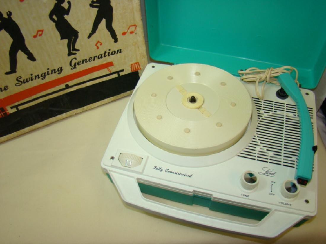LIONEL 44360 RECORD PLAYER IN BOX - 2
