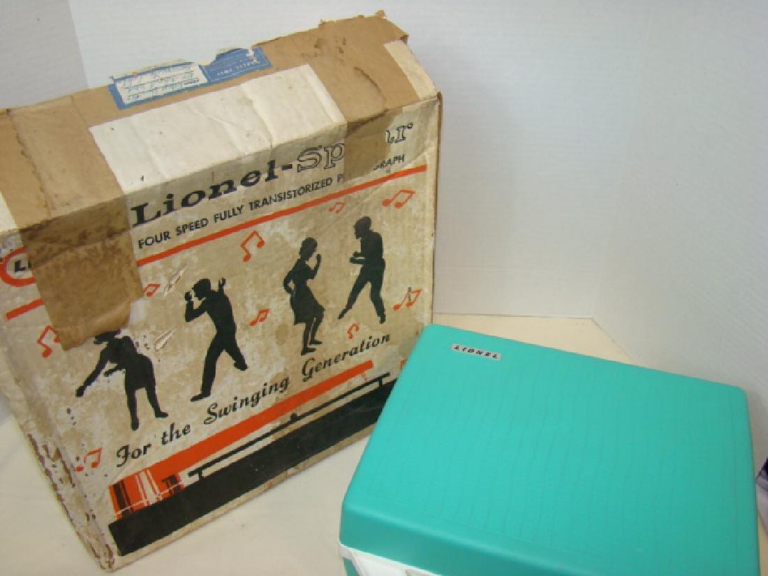 LIONEL 44360 RECORD PLAYER IN BOX - 3