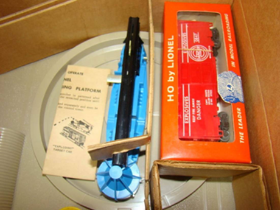 LIONEL HO SCALE  MISSILE LAUNCHING PLATFORM WITH E - 4