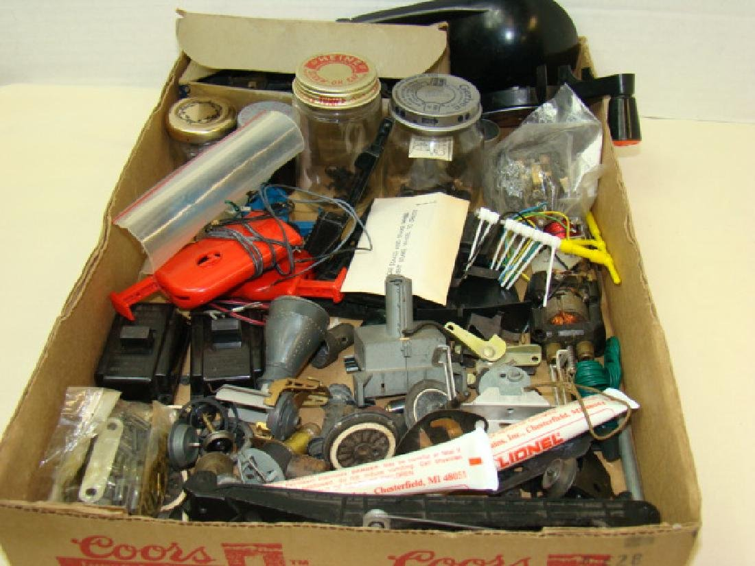 LARGE LIONEL PARTS LOT-VARIETY OF PARTS & HARDWARE
