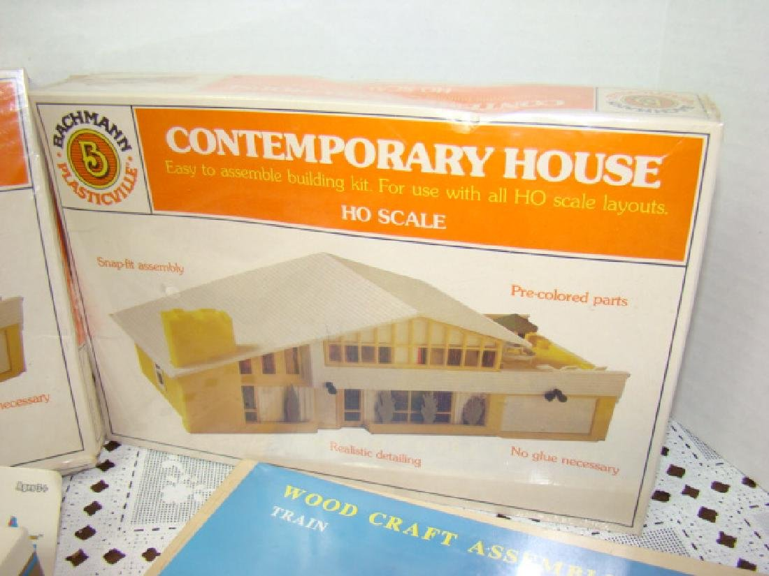 2 HO SCALE BACHMANN CONTEMPORARY HOUSES SEALED IN - 2