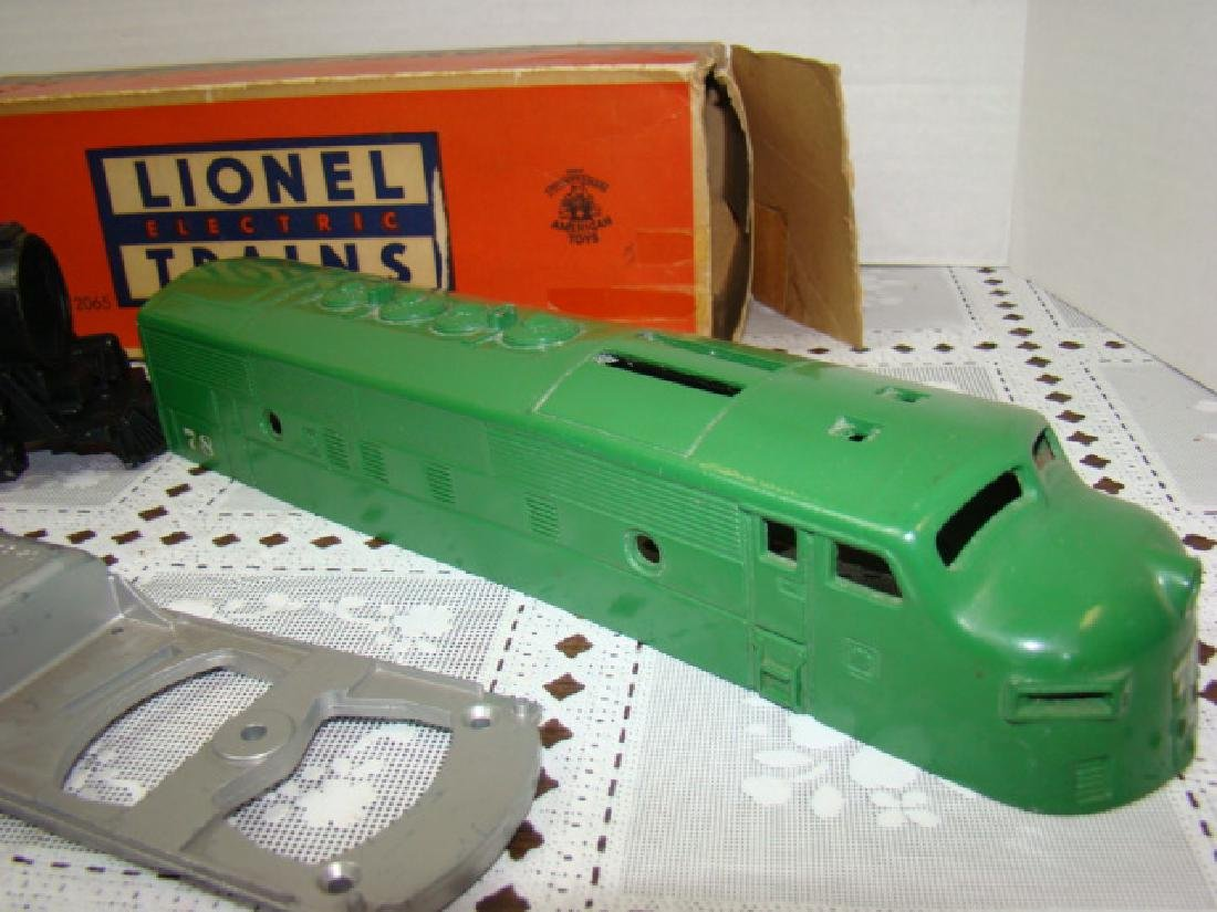 LIONEL TRAINS- 2 LOCOMOTIVE CAPS ONLY- 2 CHASSIS - 4