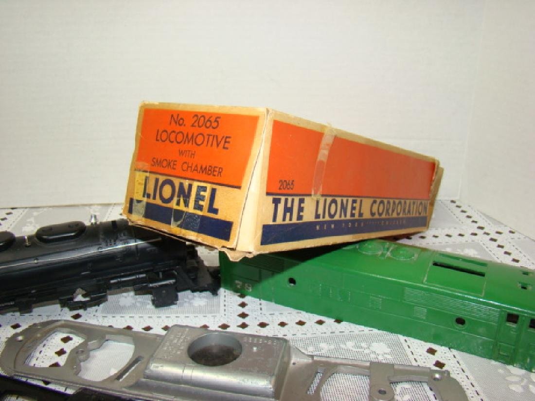 LIONEL TRAINS- 2 LOCOMOTIVE CAPS ONLY- 2 CHASSIS - 5