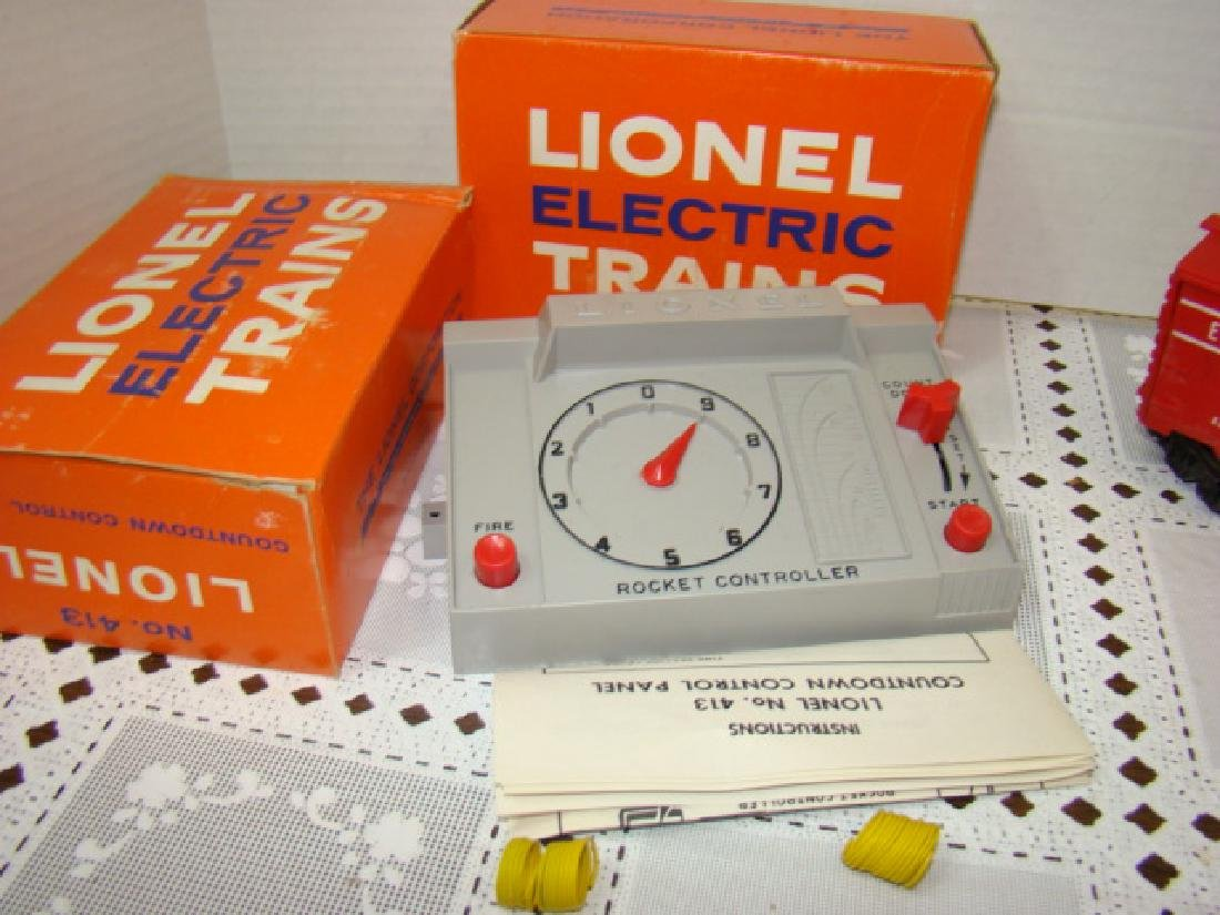 LIONEL  TRAINS- 1 TARGET CAR & 2 COUNTDOWN CONTRO - 2